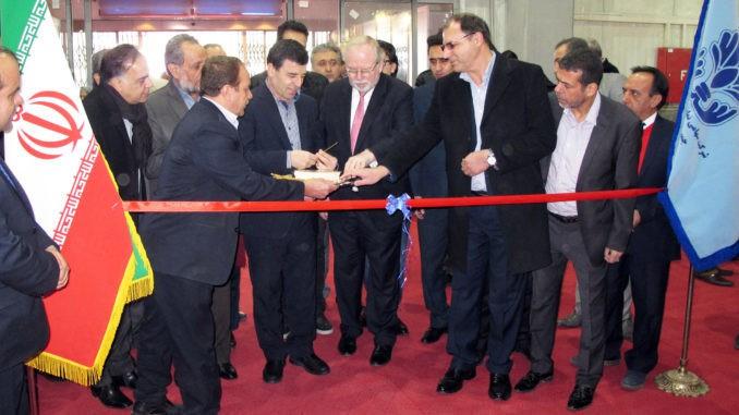 Verbandsgeschäftsführer Peter H. Meyer (Mitte) wurde im Februar spontan eingeladen, gemeinsam mit dem Generaldirektor des iranischen Ministeriums für Industrie, Bergbau und Handel, Amir Hossein Shiravi (Mitte links), in Teheran die Woodex 2017 zu eröffnen.