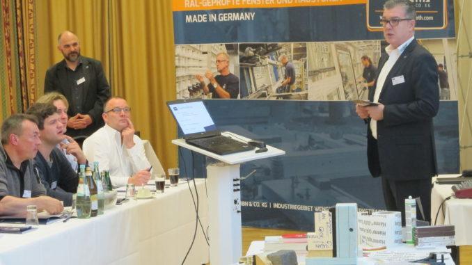Helmut Meeth (r.) ist stolz, dass sein Unternehmen bereits seit 30 Jahren das RAL-Gütezeichen tragen darf.