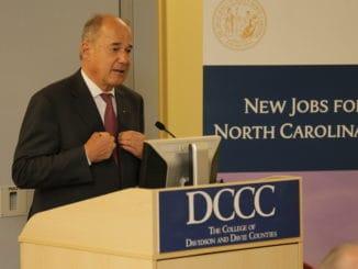 Michael Egger bei der Bekanntgabe des Investitionsprojekts in North Carolina (USA).