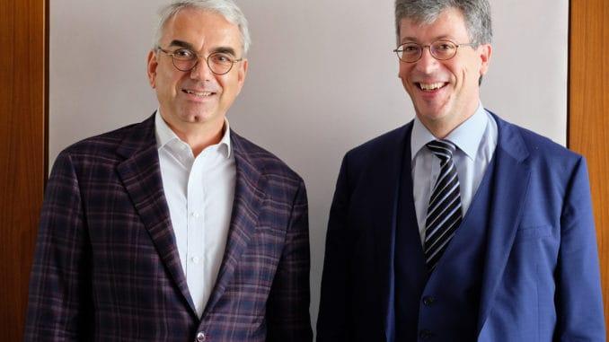 Wurden in ihren Ämtern einstimmig bestätigt: die Präsidenten der Spitzenverbände der Deutschen Holz- und Möbelindustrie, Axel Schramm (l.) und Johannes Schwörer.