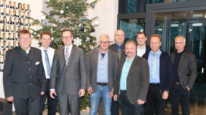 Antrittsbesuch bei der Eurobaustoff: Jochen Müller (3. v. l.), Geschäftsführer E. Raiss GmbH + Co. Baustoffhandel KG, und seine verantwortlichen Mitarbeiter (r.) wurden von Karl-Heinz Rajkowski und Lutz Brinkmann (v. l.) begrüßt.