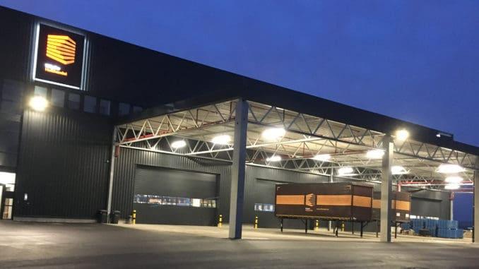 Im neuen Klöpfer Logistikzentrum in Kitzingen/Würzburg haben Kunden ab sofort Zugriff auf das komplette Klöpfer Sortiment. Foto: Klöpferholz GmbH & Co. KG