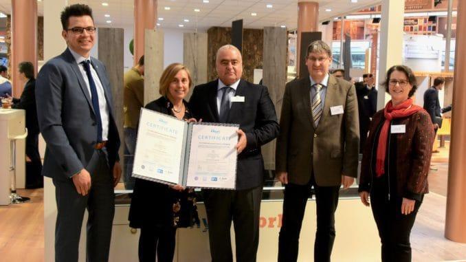 Im Bild v. l.: Elmar Stark, Graça Rocha, Antonio Cruz, Dr. Rico Emmler, Geschäftsführer EPH GmbH und Martina Bröge EPH/IHD.