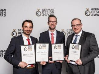 Dreifache Freude über den German Design Award 2018 bei Egger, v. l.: Michael Gerbl, Carsten Ritterbach und Franz-Josef Susewind.