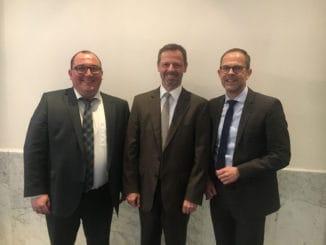Wechsel in der Geschäftsführung des HPE, im Bild v. l.: der neue Geschäftsführer Marcus Kirschner, der HPE-Vorsitzende Joachim Hasdenteufel und Jan Kurth, der den HPE zum 1. Mai verlässt.