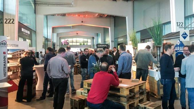 25 Holzbau-Industriepartner zeigten in einer Ausstellung ihre neuesten Produkte und Innovationen für den Holzbau.