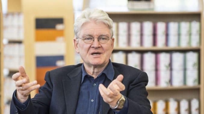 """Auro-Gründer und Öko-Pionier Dr. Hermann Fischer setzt sich seit Ende der 1970er-Jahre für eine """"grüne Chemie"""" ein."""
