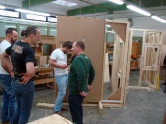 Baurealistische Übungen beim Fachberater-Lehrgang Holzrahmenbau der Eurobaustoff.