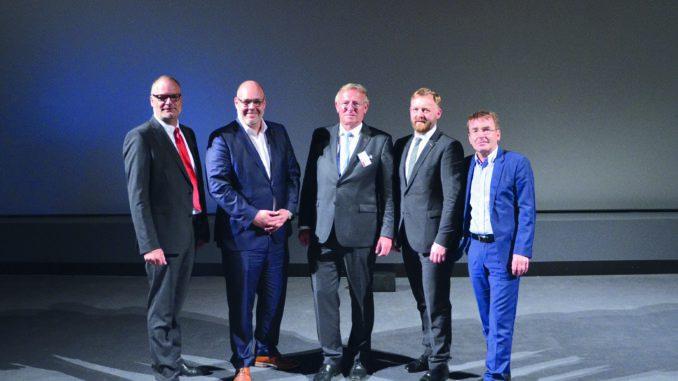 Holzland-Geschäftsführer Andreas Ridder (v. l.)gemeinsam mit dem Aufsichtsrat bestehend aus Max Kummer, dem Aufsichtsratsvorsitzenden Hinrich Klatt, Karsten Ahrens und dem stellvertretenden Aufsichtsratsvorsitzenden Dr. Josef Simmer. Nicht im Bild ist Aufsichtsratsmitglied Daniel Pfirter.
