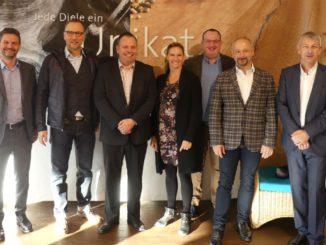 Der vdp-Vorstand bei seinem Besuch bei der Hain Industrieprodukte Vertriebs-GmbH in Rott an Inn. Mit im Bild Gastgeberin Susanne Hain.