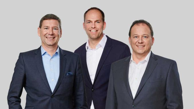 Peter Laubenstein ist neuer Geschäftsführer bei der Inoutic/ Deceuninck GmbH ((v. l.). Mit im Bild Jörn Schütte, Geschäftsführer Vertrieb und Marketing und Didier Leclercq, COO für Europa.