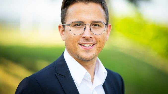 Oliver Broszeit (im Bild), seit 2011 Geschäftsführer der Broszeit-Group, teilt sich zukünftig die Führungsarbeiten mit René Kreibich, dem ehemaligen Produktionsleiter der umfirmierten Neugersdorfer Holzwerke GmbH.