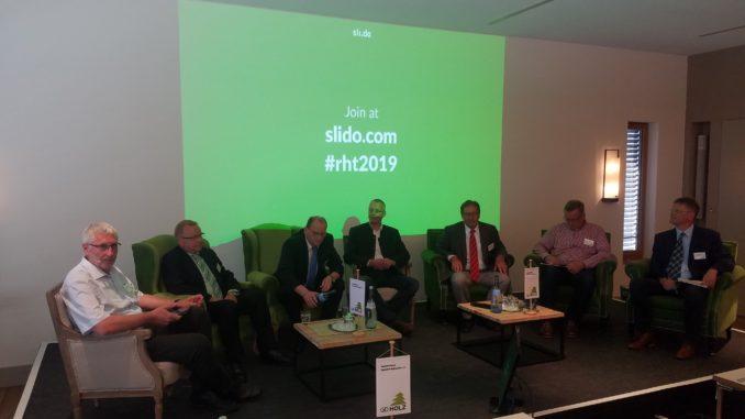 """Wie pflanzt man einen klimastabilen Wald? Das war eine der zentralen Fragen, die auf dem """"Tag des Deutschen Rohholzhandels"""" des GD Holz in Würzburg diskutiert wurden."""